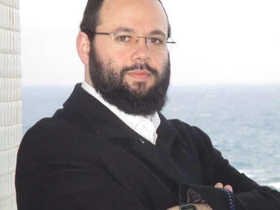 תמונה של יעקב שקולניק בחוף נתניה